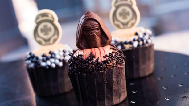 BB-9E and Kylo Ren Cupcakes at Backlot Express Disney's Hollywood Studios