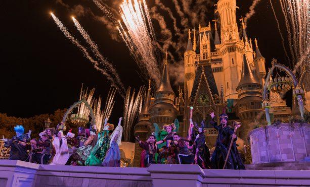 Hocus Pocus Villain Spelltacular Stage Show Fireworks Finale