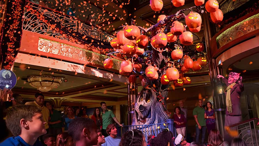 Enchanting dinners aboard Cruises to Walt Disney World and Castaway Cay