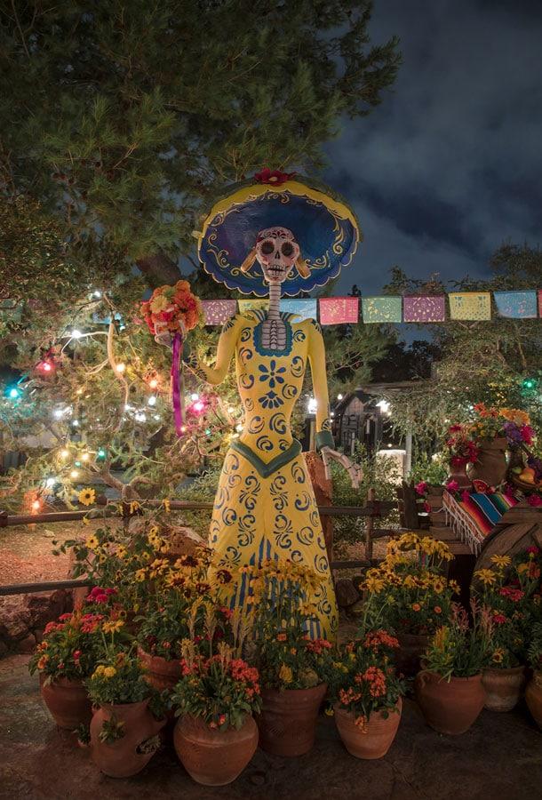 Día de los Muertos in Frontierland at Disneyland Park
