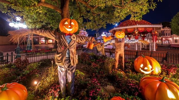 Jack-O-Lanterns Light Up Hong Kong Disneyland
