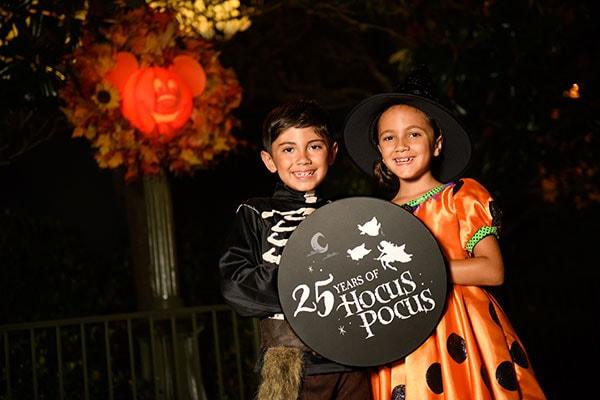Kids enjoying the Hocus Pocus Villain Spelltacular at Magic Kingdom Park