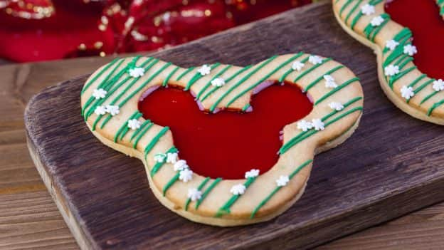 Holiday Lizner Cookie from Market House at Disneyland Park for 2018 Holidays at Disneyland Resort