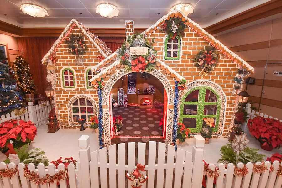 2018 Disney Dream Gingerbread House