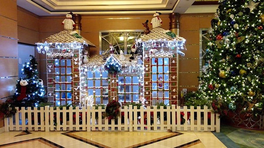 2018 Disney Magic Gingerbread House