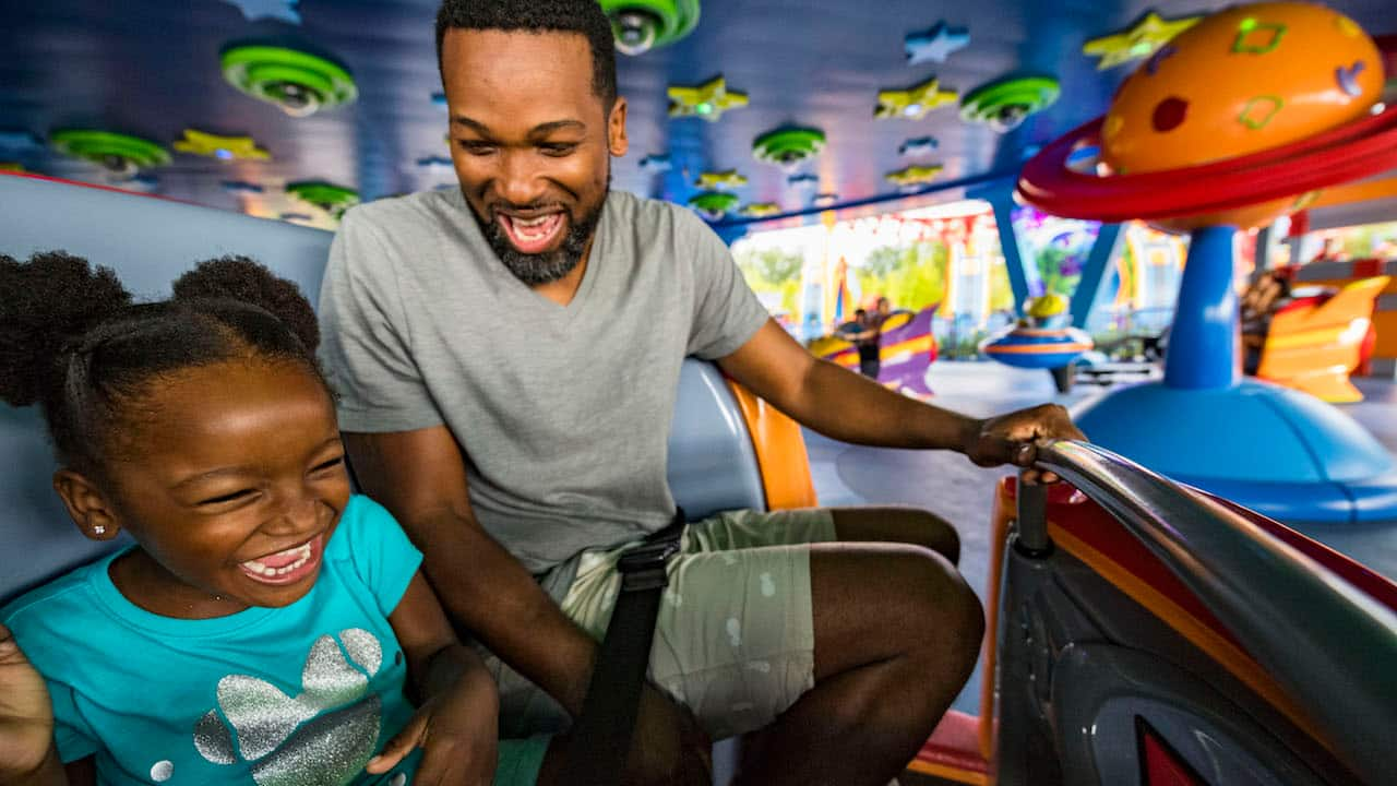 Guests enjoying Alien Swirling Saucers at Toy Story Land