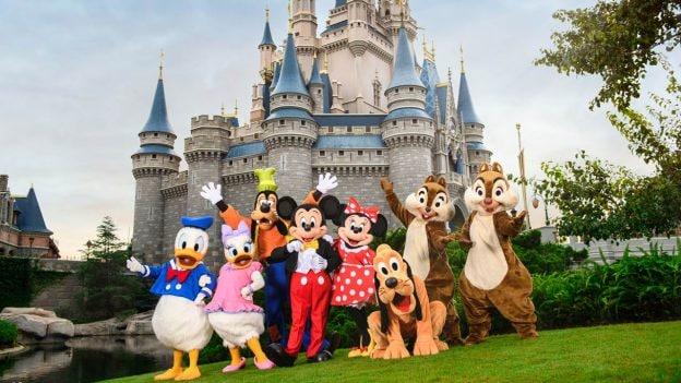 Donald, Daisy, Goofy, Mickey, Minnie, Pluto, Chip and Dale at Magic Kingdom Park