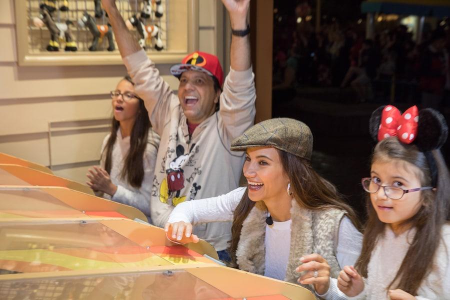 Omar y Argelia Visits Disney California Adventure Park