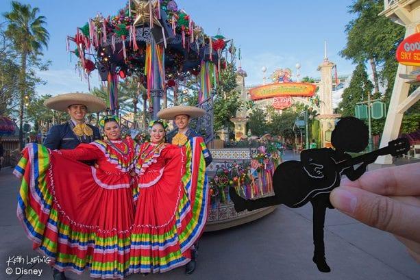 """""""Disney ¡Viva Navidad!"""" Street Party"""