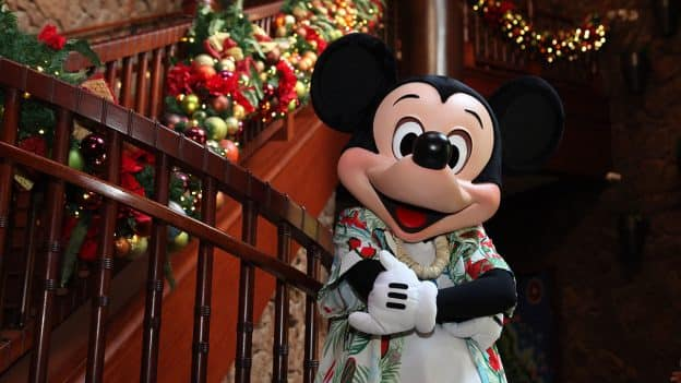 """Aloha Kalikimaka"" at Aulani, A Disney Resort & Spa!"