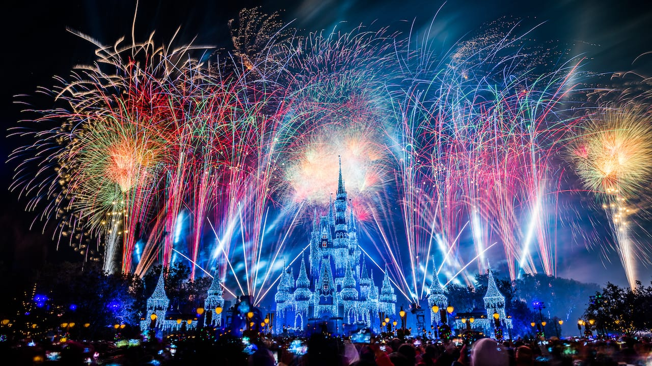 #DisneyParksLIVE: Watch the Replay of New Year's Eve ...