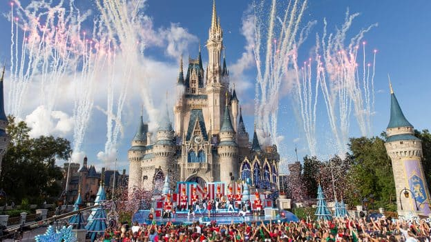 Christmas Day Parade.Tune In To Disney Parks Magical Christmas Day Parade On