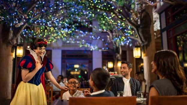 Storybook Dining at Artist Point with Snow White at Disney's Wilderness Lodge