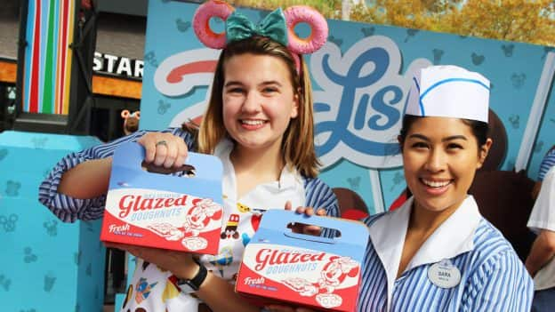 Disney D-Lish Merchandise Celebrates the Fun of Disney Parks Food