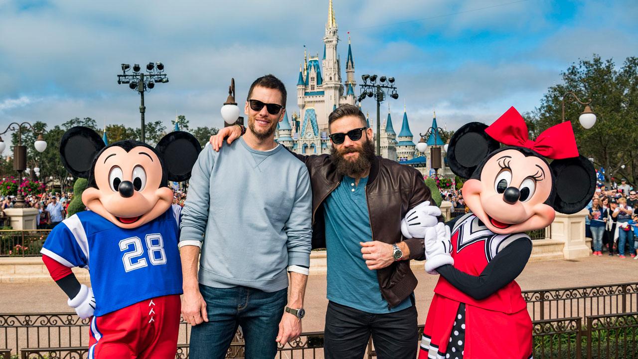 Disney World 25 Pin Trading Lot Lanyard Starter Set Pixar Coco