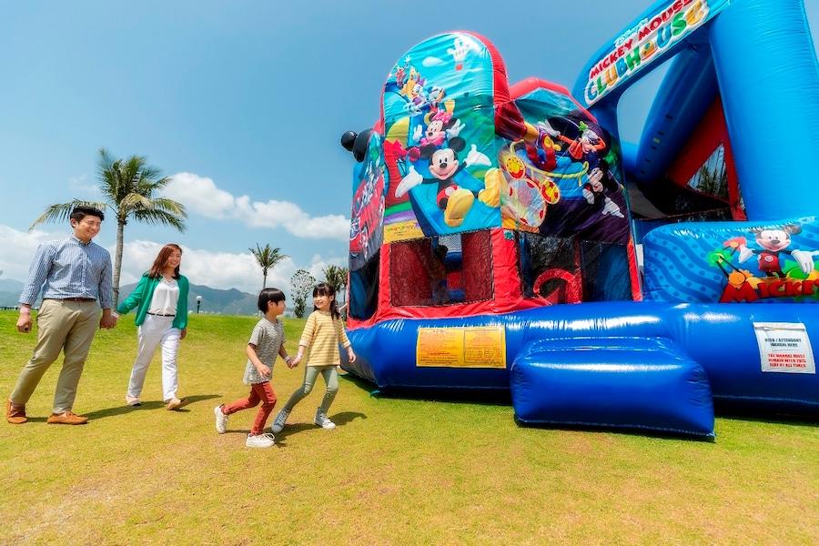 Large-Scale Outdoor Easter Magicarnival at hong Kong Resort