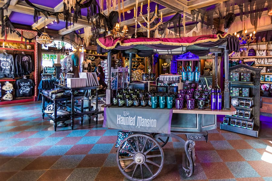 Port Royal Curios and Curiosities at Disneyland park
