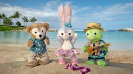 Duffy, StellaLou and 'Olu on the beach at Aulani, A Disney Resort and Spa