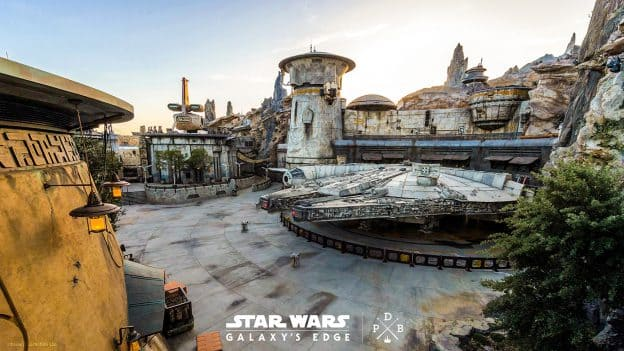 Star Wars: Galaxy's Edge at Disneyland Park Wallpaper 1366x768