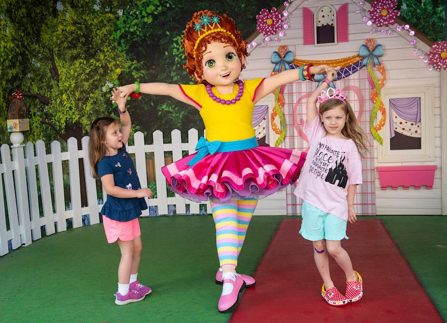 Fantastique Ways To Experience Disney Junior S Fancy Nancy At Disney S Hollywood Studios Includes New Merchandise Breakfast Time Fun Disney Parks Blog