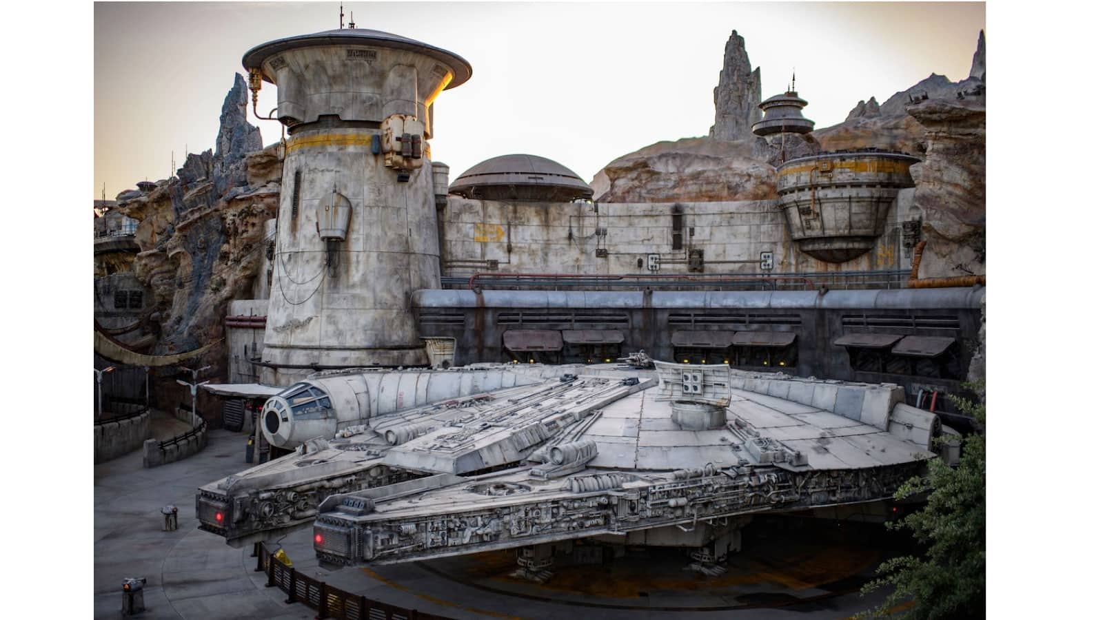 20 Photos Of Star Wars Galaxy S Edge That Will Make You Want To Visit