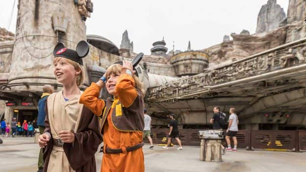 First Guests Land at Star Wars: Galaxy's Edge