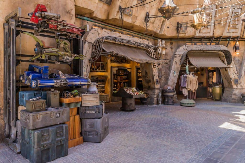 Star Wars land market stalls