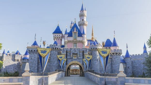 [Disneyland Resort] Réhabilitation Sleeping Beauty Castle (2019) Ksjfhury85ui11-624x352