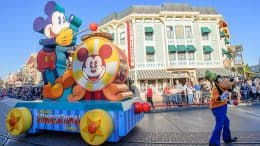 """Mickey's Soundsational Parade"" at Disneyland park"