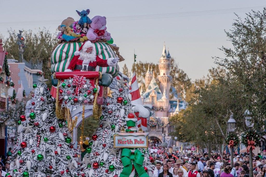 Disneyland Resort Decks The Halls For The 2019 Holiday Season Beginning November 8 Disney Parks Blog