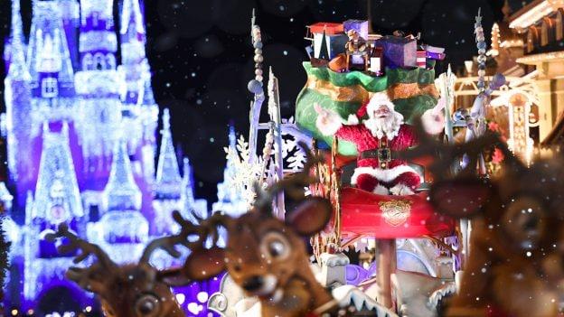 Santa coming don Main Street U.S.A. at Magic Kingdom Park