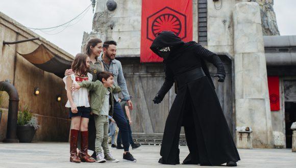 Family meeting Kylo Ren at Star Wars: Galaxy's Edge
