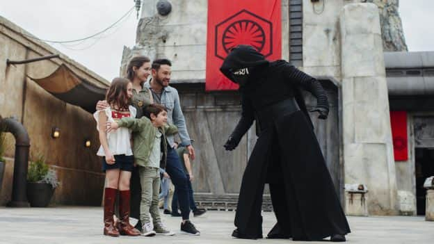 Family meeting Kylo Ren at Star Wars: Galaxy's Edge