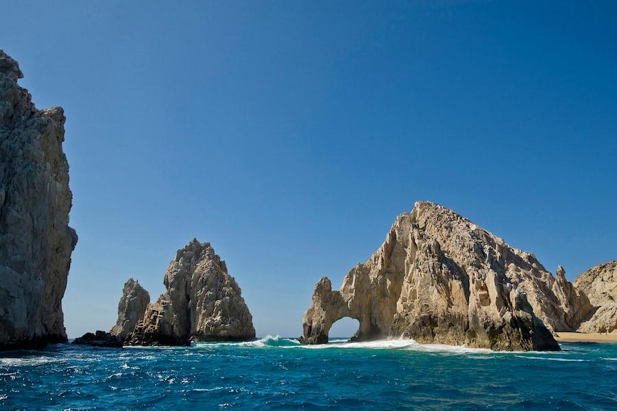 El Disney Wonder navega desde San Diego hasta Baja y la Riviera mexicana con visitas a Cabo San Lucas, un destino mexicano famoso por sus espectaculares formaciones rocosas, playas de arena blanca y aguas turquesas brillantes.  (Matt Stroshane, fotógrafo)