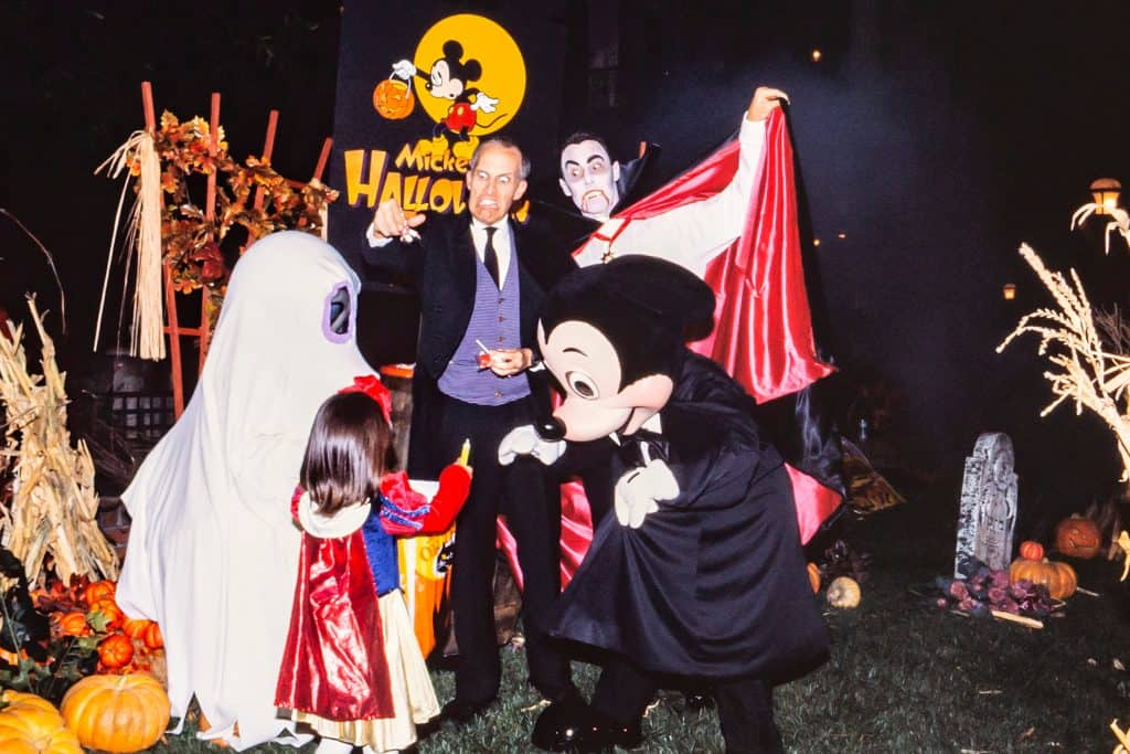 Happy Haunts and Grinning Ghosts: Halloween at the Disney Parks 1