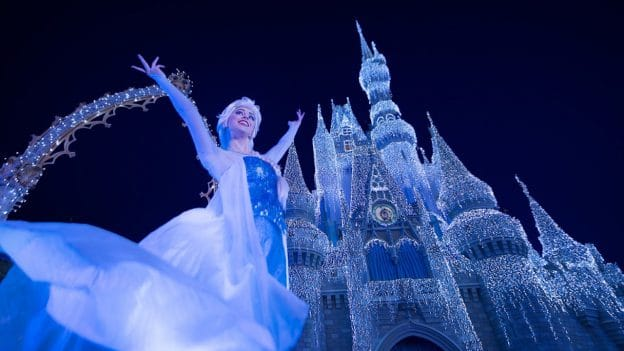Disneyparkslive Watch The First A Frozen Holiday Wish