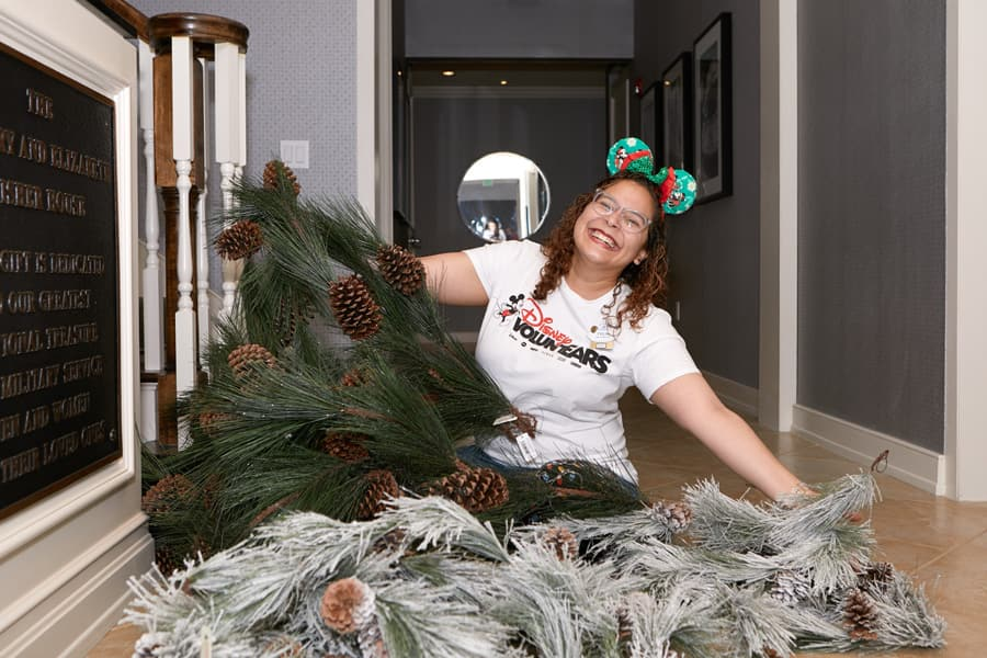 Walt Disney World cast member decorates Orlando Fisher House for the holidays