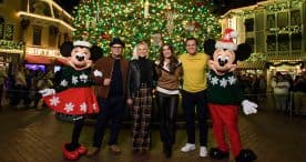Kristen Bell, Idina Menzel, Jonathan Groff and Josh Gad pose with Mickey and Minnie Mouse at Disneyland park