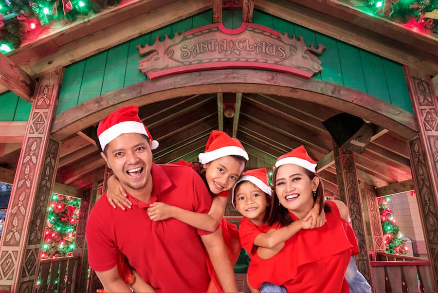 Holiday Photo Ops by Disney PhotoPass at Disney Springs