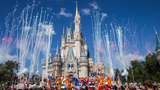 Whos Performing At The Disney Christmas Parade 2020 The 'Disney Parks Magical Christmas Day Parade' Airs Christmas