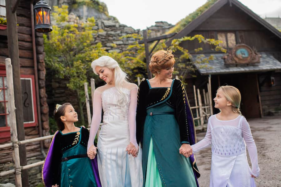 Anna and Elsa Debut New Looks Inspired by 'Frozen 2'