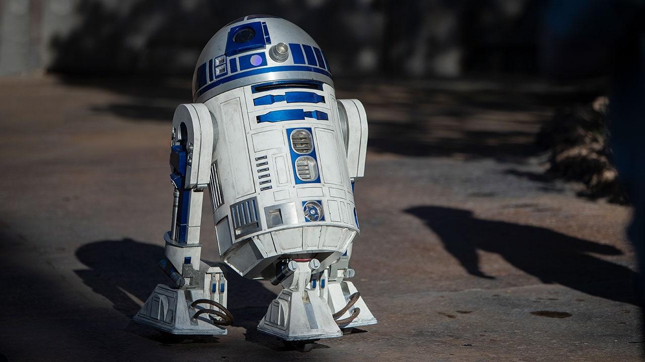 R2-D2 Now Gliding Around Star Wars: Galaxy's Edge at Disneyland Park | Disney Parks Blog