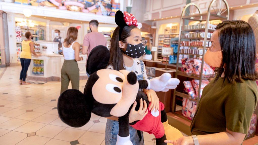 Guests shopping at Walt Disney World Resort