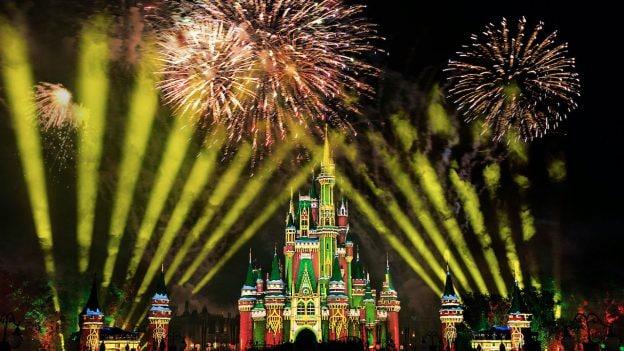 'Minnie's Wonderful Christmastime Fireworks' at Magic Kingdom Park