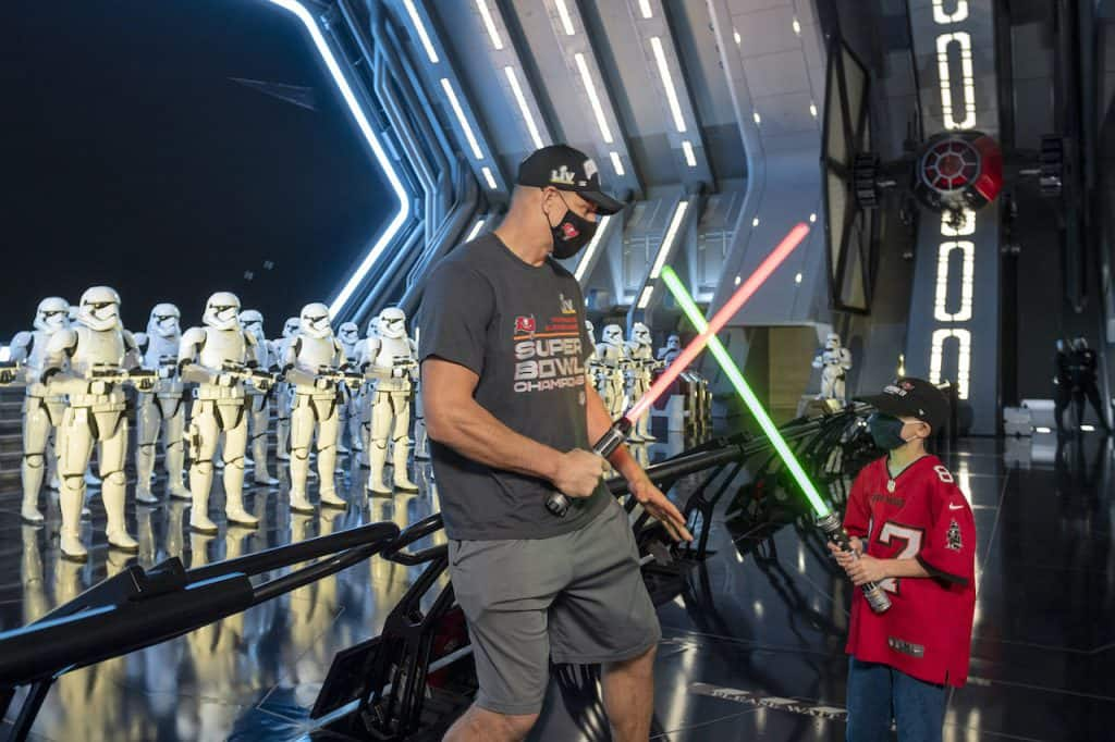 Tampa Bay Buccaneers tight end Rob Gronkowski experiences Star Wars: Rise of the Resistance with his nephew, Jayce Gronkowski