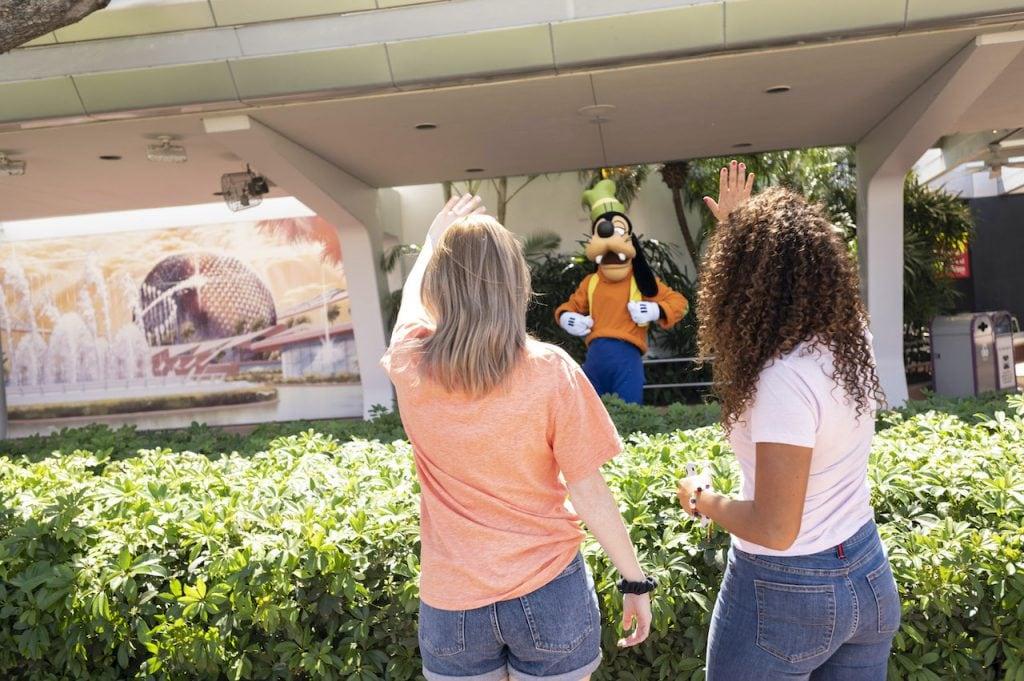Guests waving to Goofy at EPCOT