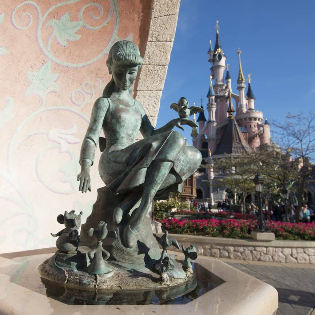 Statue of Cinderella a Disneyland Paris