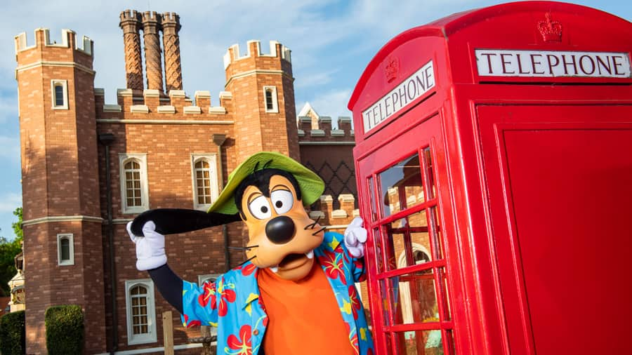 Goofy in the United Kingdom Pavilion at EPCOT