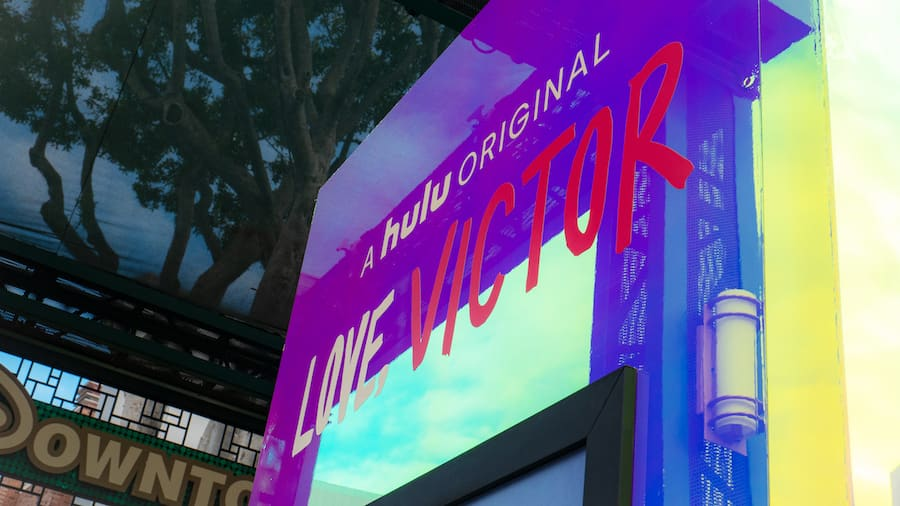 """Love, Victor"" ganha mural no Disney Springs e no Downtown Disney"