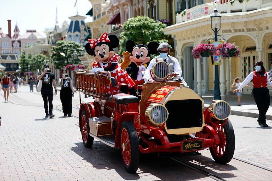 Mickey Mouse and Minnie Mouse on Main Street U.S.A., Disneyland Park Paris